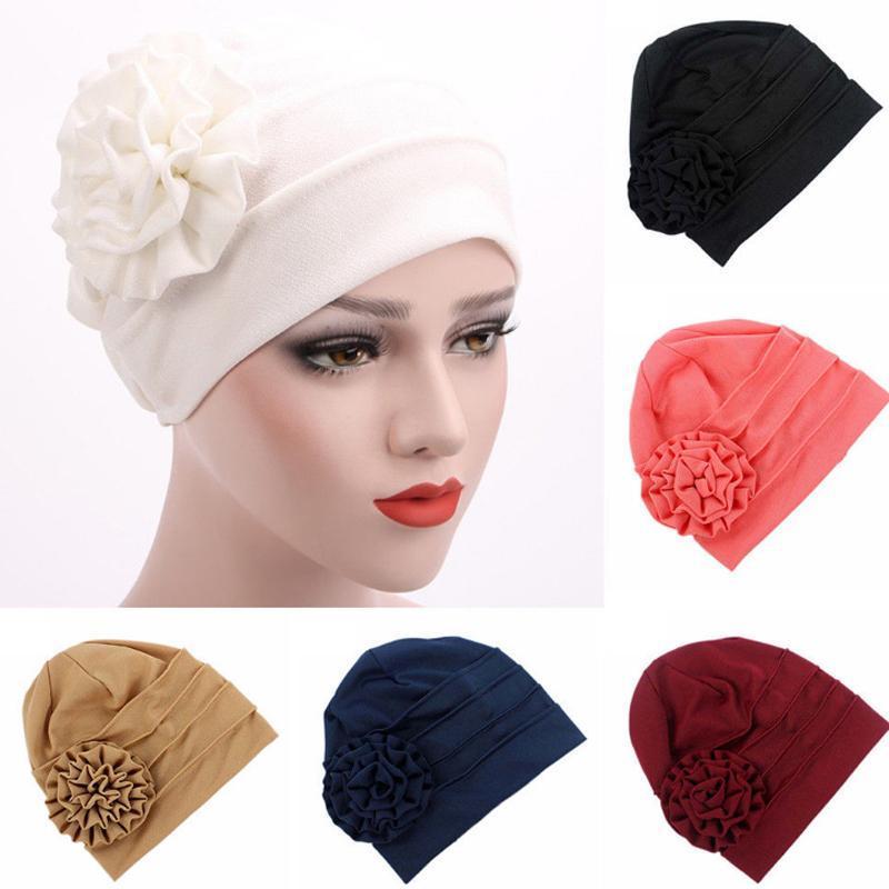Hot Einfarbig Seite der Applikation Blume Schalhut Muslim Kopf Hut, Mütze, Frauen nach der Geburt warmen Turban-Kopf-Cap