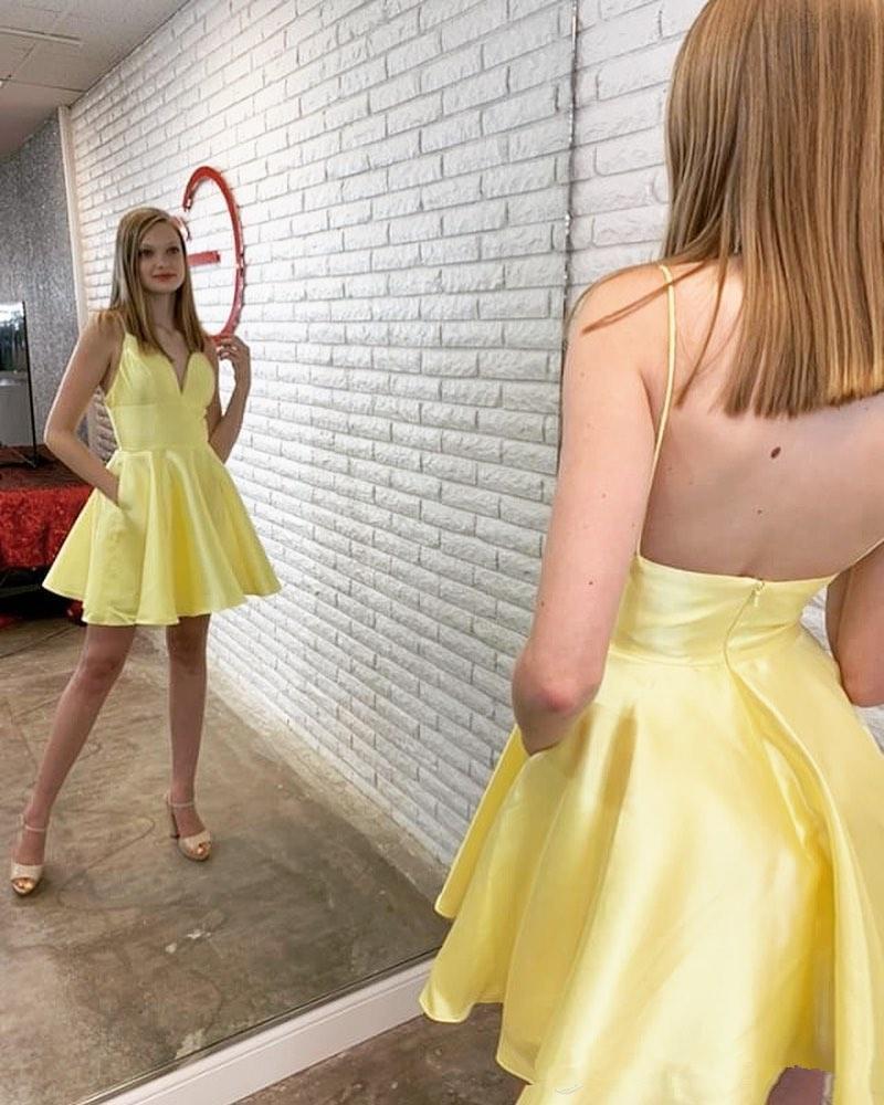 Nouveaux jaune courtes Robes 2021 spaghetti col en V demoiselle d'honneur robe pas cher Une ligne Robes Graduation Party L114