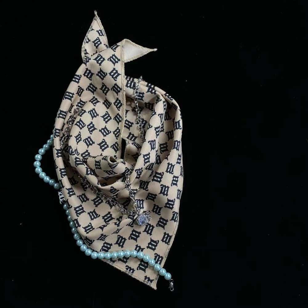 QualityHigh QualitysR20 New MisbHV Style Triangle Sciarpa High Street Trend Couple Accessori moda Uomo e donna Sciarpe da donna