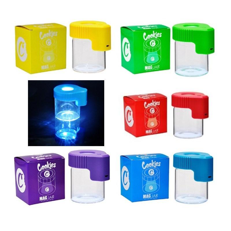 Biscotti LED Light Tabacco Contenitore Ricaricabile Medicina Medicina Caso di vetro Vasetti DAB Wax 155ml Stoccaggio Herb Rolling Sigaretta Glow Vassoio DHL