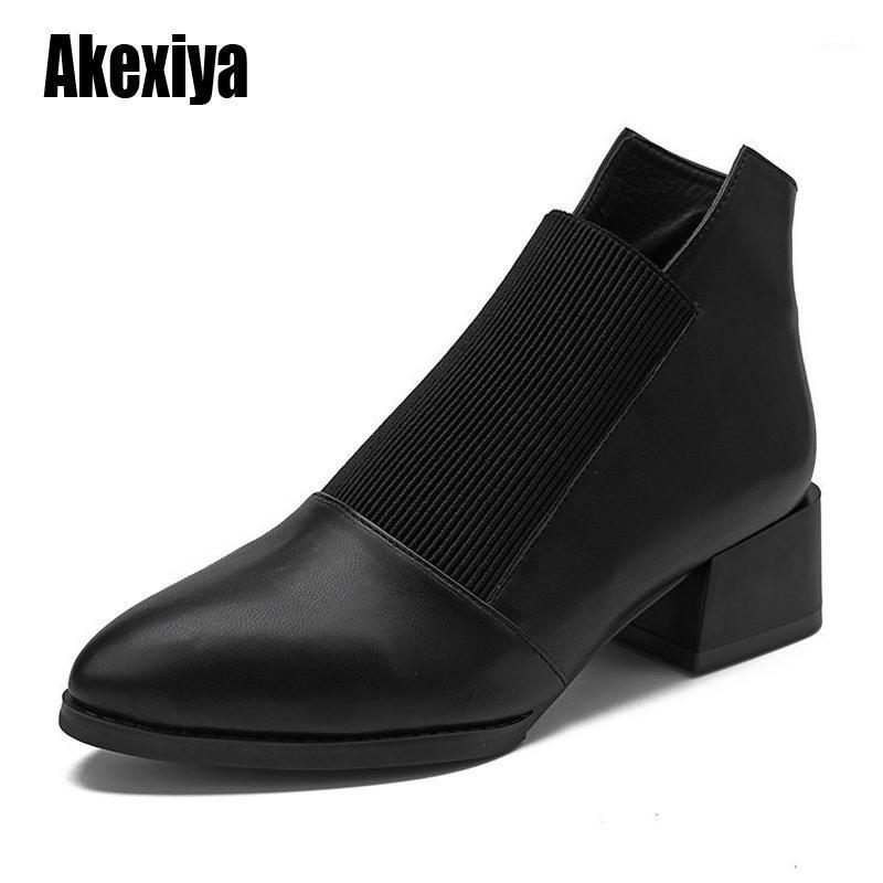 2020 Nouvelle Arrivée Chaussures Mode Femmes Bottes élastiquées Bottines en cuir élastiquées Bottines pointues à talon basse féminin sexy U9581