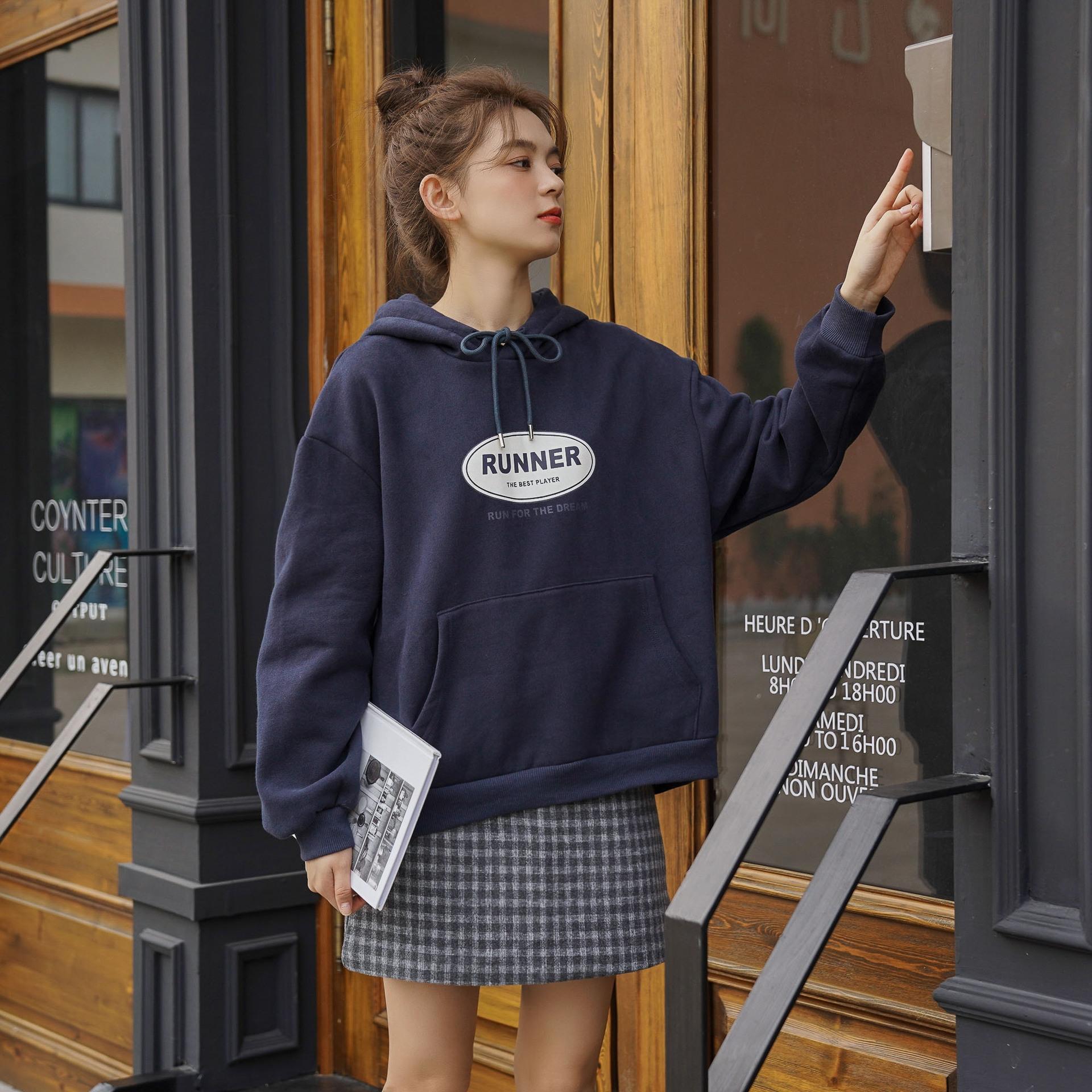 Otoño 2020 versión coreana de la letra de la impresión floja ocasional estudiante sweatersimplestyle capucha chica Otoño 2020 versión coreana de suéter