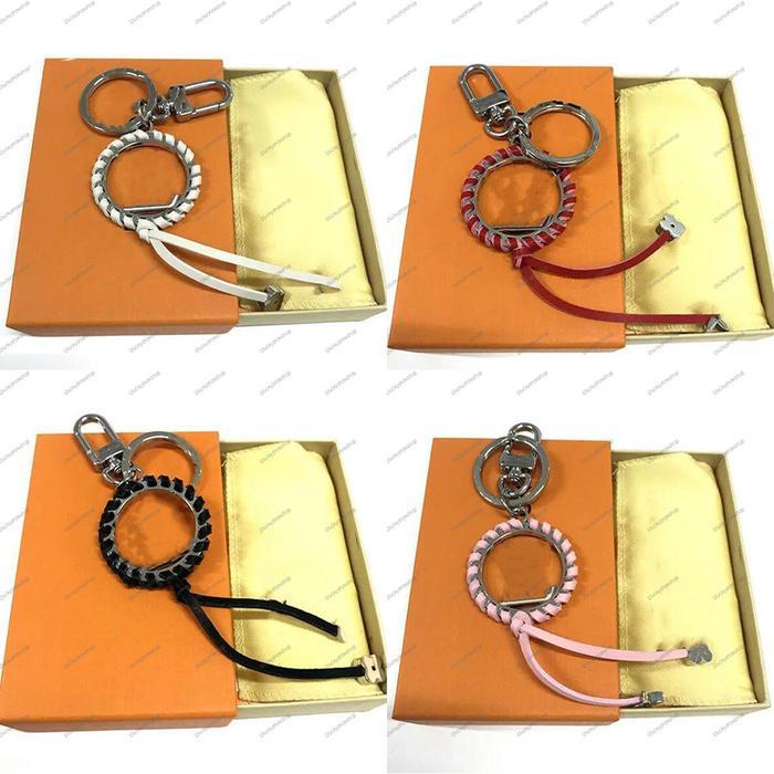 Moda Nuevo diseño Flores Tassel Llavero Accesorios llavero Anillo Metal Letra Patrón Car Para Mujer Bolsa Colgante Llavero de cuero con caja