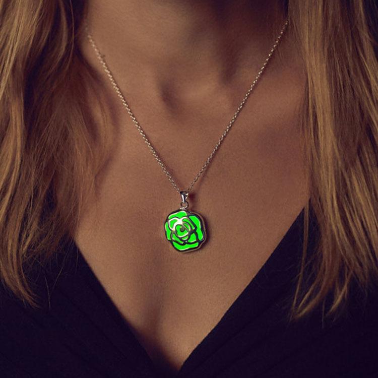 Aydınlık Parlayan Gül Kolye Kolye Mavi Yeşil Glow Karanlık Çiçek Kolye Kadınlar için Monderer's Daygift