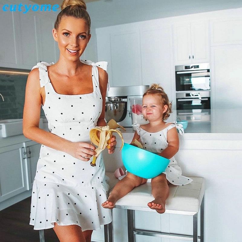 Nuevo Punto blanco Mamá e hija Vestido sin mangas Madre e hija Ropa de vacaciones Familia de vacaciones Mirar a juego Trajes de ropa 201128
