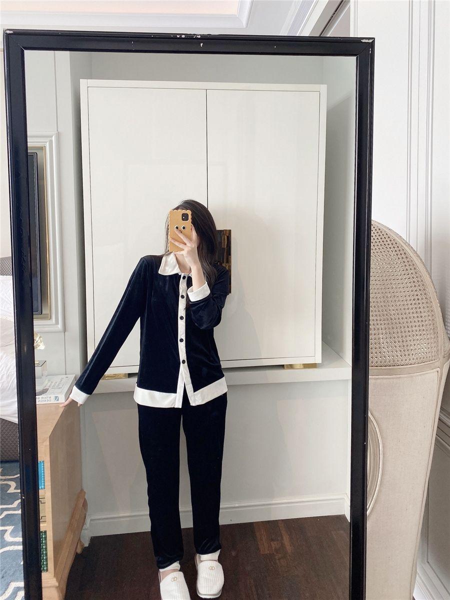 Высококачественные бархатные пижамы 2021 новых черных белых женщин роскошные сонные одежды зимний белый с длинным рукавом бархат женщины дома Pajamas дизайнер # 64 # 6100099