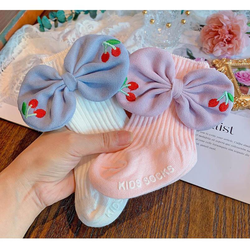 IN 2020 Herbst-Winter Mädchen Socken Baumwollblumenbabysocken Spitze Prinzessin neugeborene Socke Babykleidung Bowknot Kindern Socken
