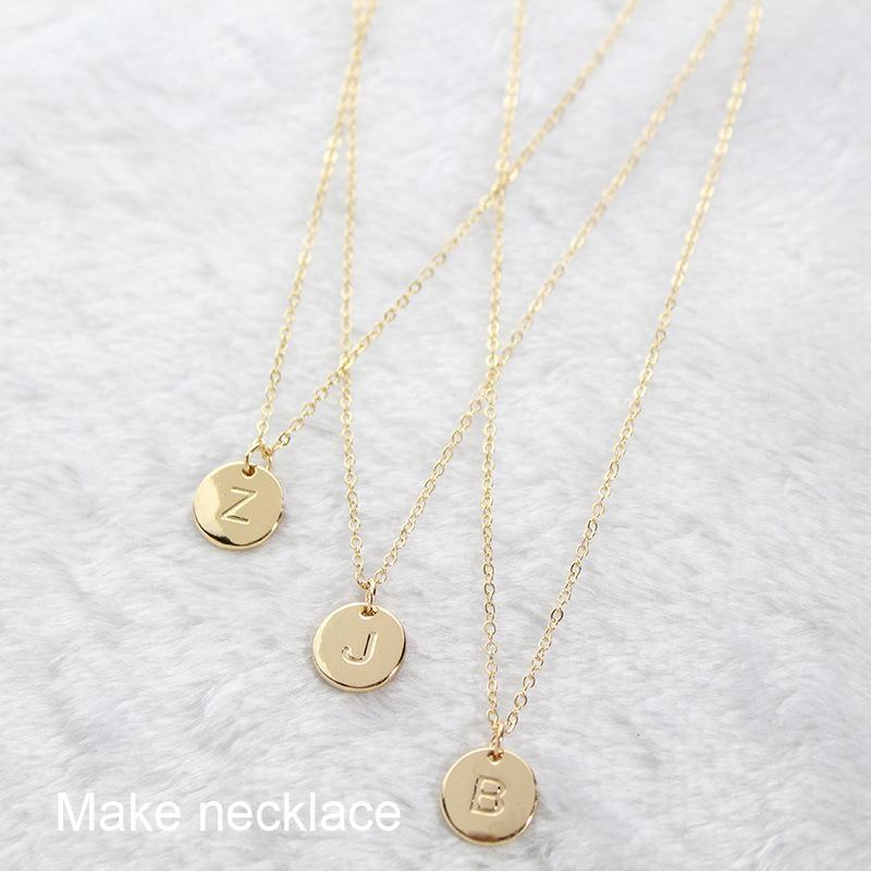 Venta caliente 10mm 26 Carta inicial Pendant Charm Charm Gold Rose Gold para Brazalete Pulsera Collar Pequeño Alfabeto A-Z DIY Charm JE