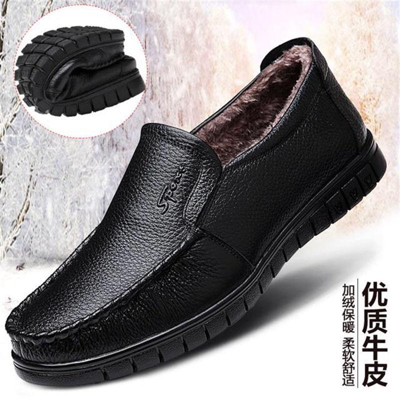 2021 NUEVOS Mocasines para hombre Zapatos Remaches de cuero de alta calidad Zapatos de vestir Los hombres entrenadores informales zapatos de los hombres