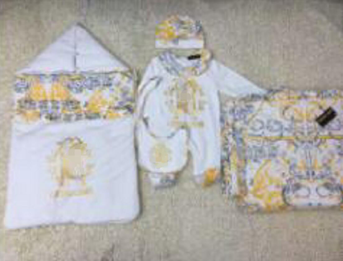 محفظة 5pcs مجموعة اطفال طفل كيس النوم + بطانية + رومبير + قبعة + مريلة الكرتون طباعة الوليد مجموعة الملابس العلامة التجارية الشحن المجاني