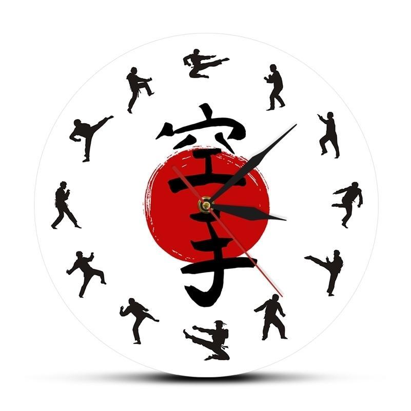 Decor de mur de karaté Fistfight suspendu Montre murale silencieuse Japonais Arts martiaux Karaté Silhouettes Salon Horloge murale décorative LJ201211