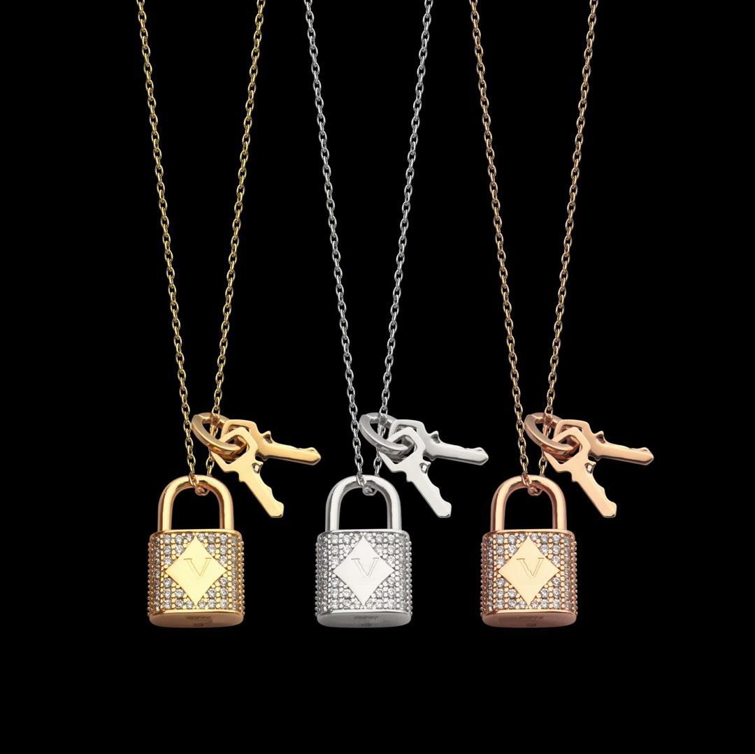 EUROPE AMÉRIQUE Mode Style Femme Femmes Collier en acier Titane avec Verrouille Verrouille Verrouille Verrouille Diamant Full Touches Double Charm