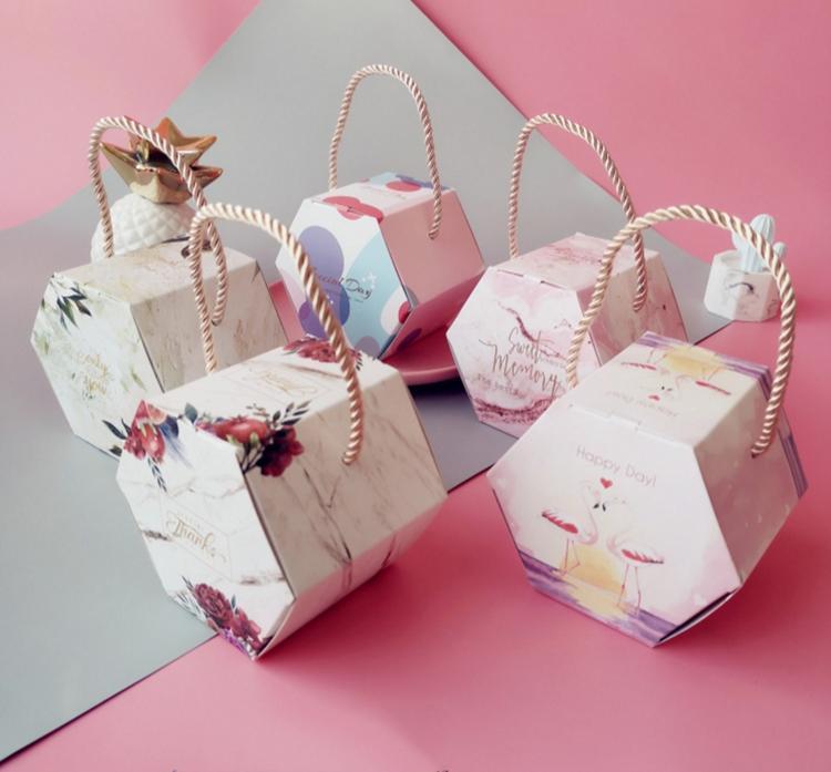 boîtes hexagonaux, cordes, cadeaux de fête, boîtes en carton, des étagères de bonbons de mariage, décorations d'affichage de fête d'anniversaire