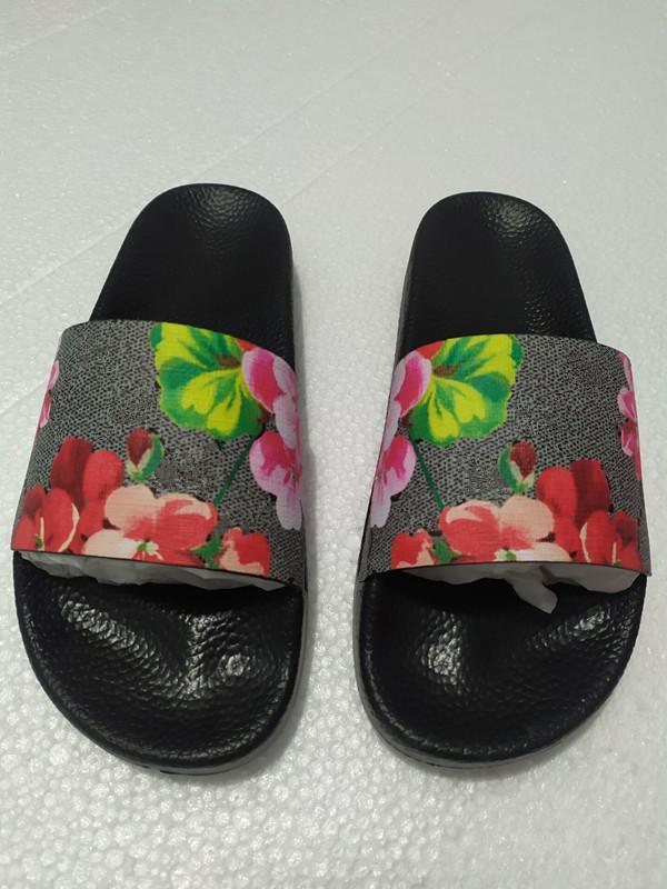 Top Mulheres Chinelos Sapatos Quente Slide Slide Verão Moda Flat Slippery Sandálias Slipper Flip Flop Tamanho 35-45 Com Caixa De Flores