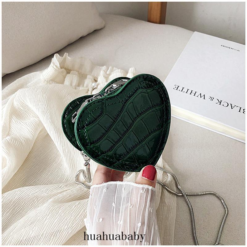 على شكل قلب CROSSBODY حقيبة المرأة البسيطة في الهواء الطلق المحمولة سلسلة حقيبة معدنية سحاب أنثى مصمم حقائب ريترو