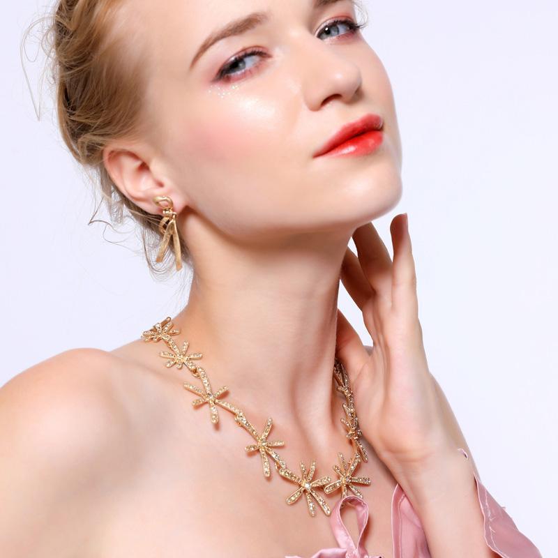 Best Seller Korean Ethnic Kristall-Blüten-Blumen-Halskette für Frauen handgemachtes Großhandel Appintment Geschenk Lange Halskette Schmuck