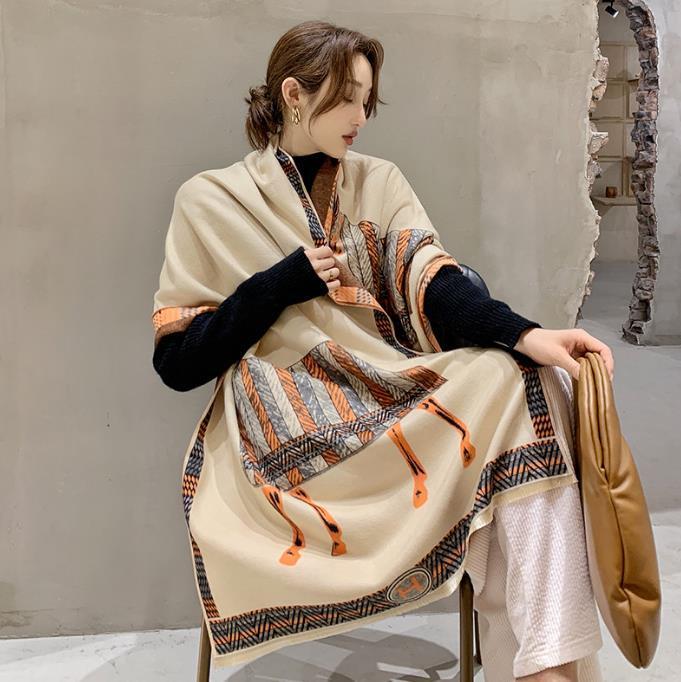 2020 sciarpa di inverno donne sciarpa di cachemire Il nuovo modo caldo di corrispondenza Foulard Lady cavallo sciarpe in tinta molli spessi Scialli Wraps