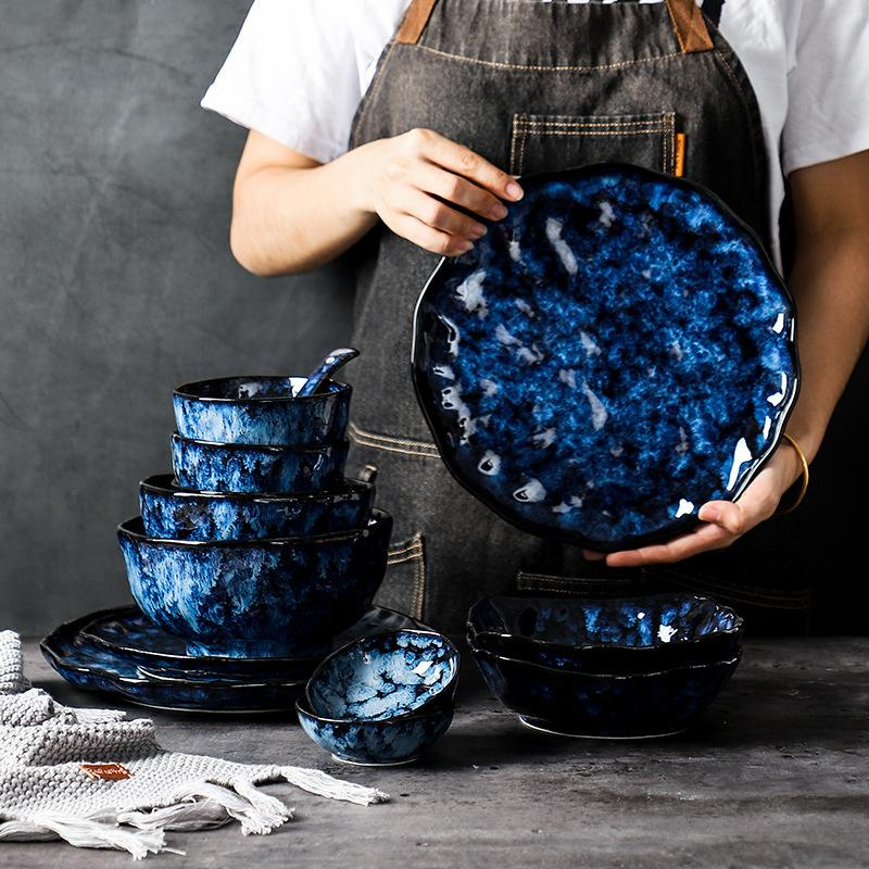 Keramische Dinner-Platten und Schüsseln Blaue Gerichte Kreative japanische Retro- Ofen verändert Geschirr Geschirr Geschirr Set Platos de cena Q0108