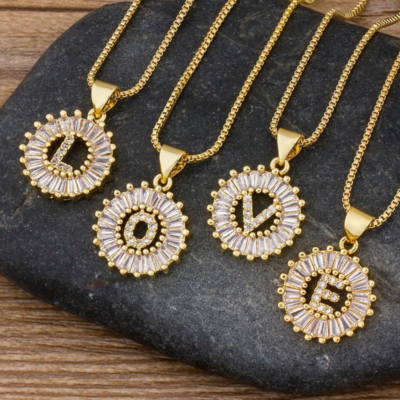 Heiße Verkaufs-Frauen-Mädchen-Anfangsbuchstabe-Halskette 26 Buchstaben Charm Gold-Namenskette Anhänger Hochwertig Kupfer Zircon Schmucksache-Geschenk