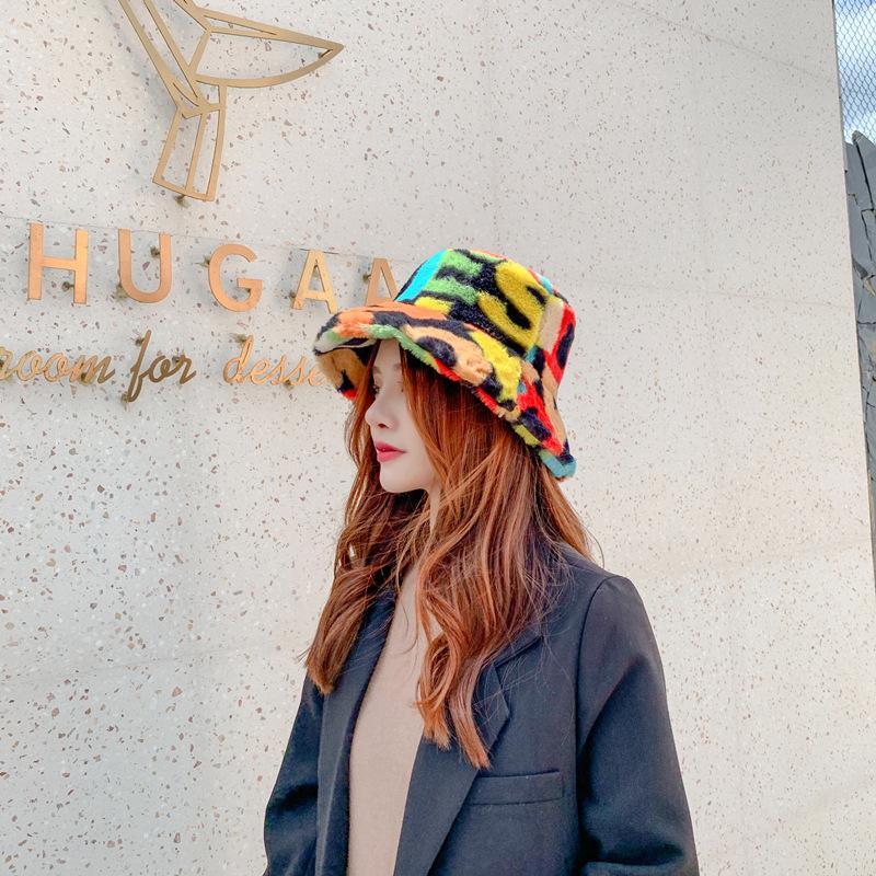 2020 الأزياء قبعة نساء الخريف والشتاء الجديدة قبعة الطباعة الرقمية فراء الأرانب صياد كل مباراة موضة نزهة قبعة حوض