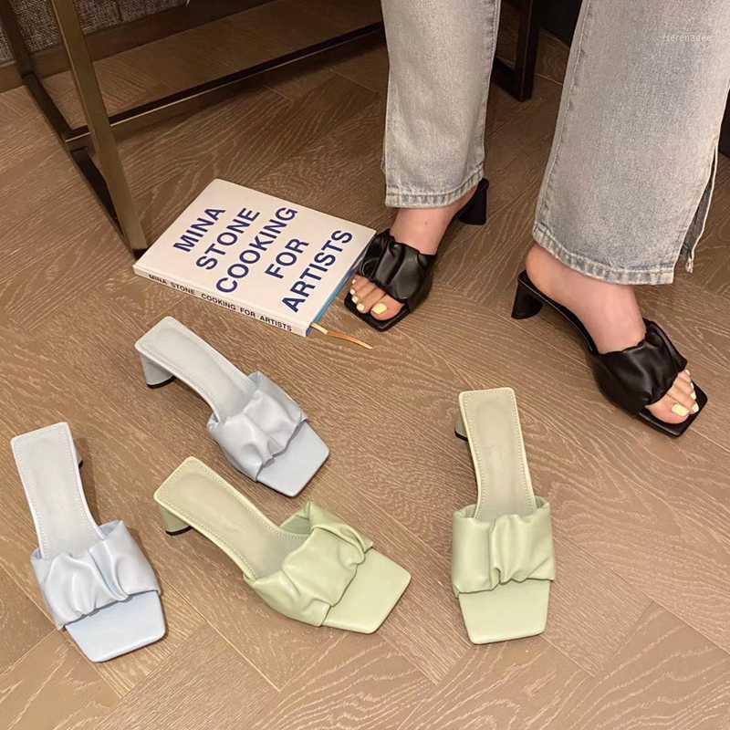 2020 Mode Square Med Heels Frauen Hausschuhe Sommer Slip auf Sandalen im Freien Sandalen Schuhe Damen Elegante Falten Frauen Hausschuhe1