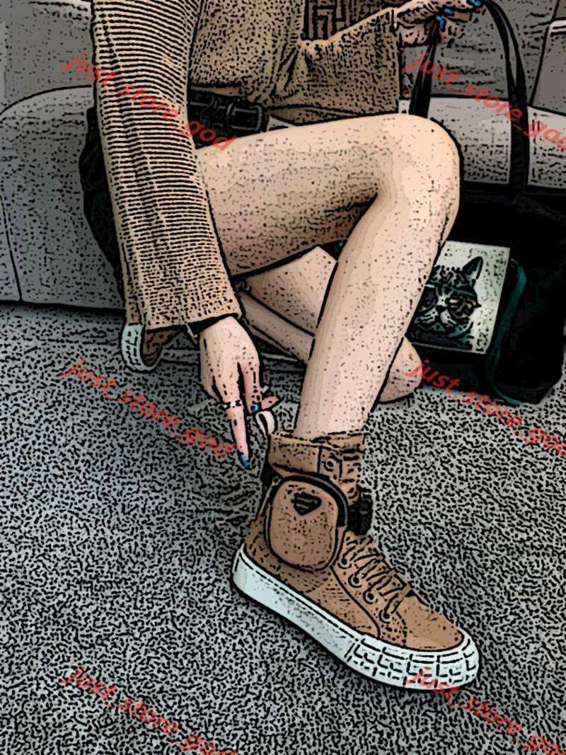 Prada Shoes Tobillo Botas Cepilladas Rois Cuero Nylon Combate Boot Boot Removible Keycase Grueso Inferior Redondo Toes Damas Botas de Motocicleta Zapatos al aire libre