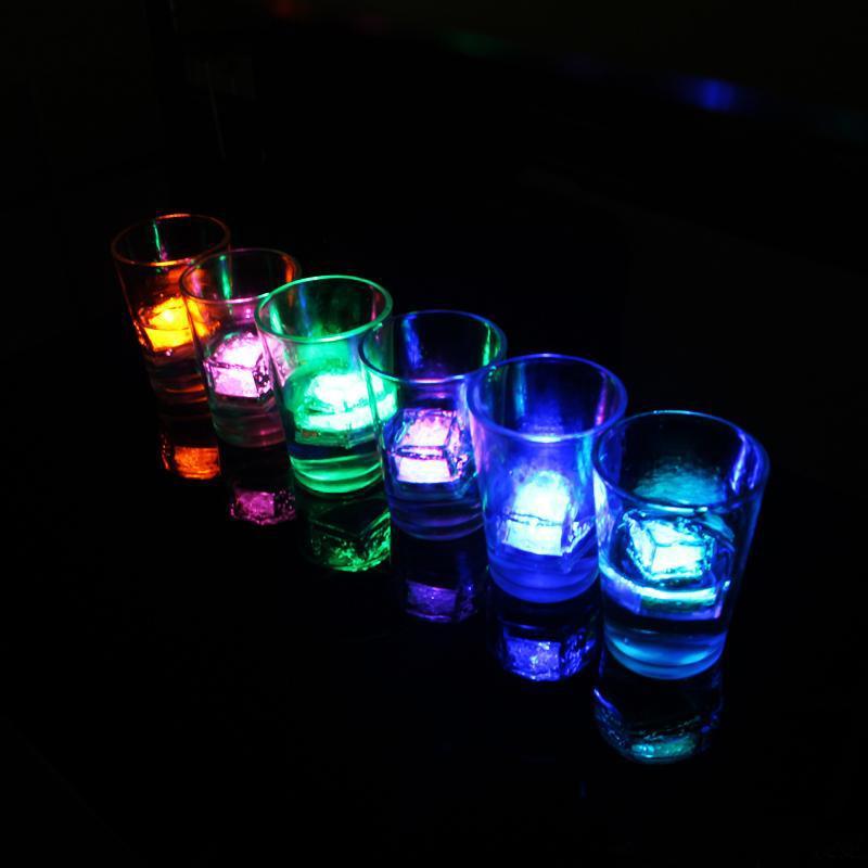 도매 7 색 크리스마스 파티 LED 조명 크리스마스 LED 얼음 조각 크리스마스 장식 빛나는 아이스 큐브 깜박임 깜박임 파티 KKA1727