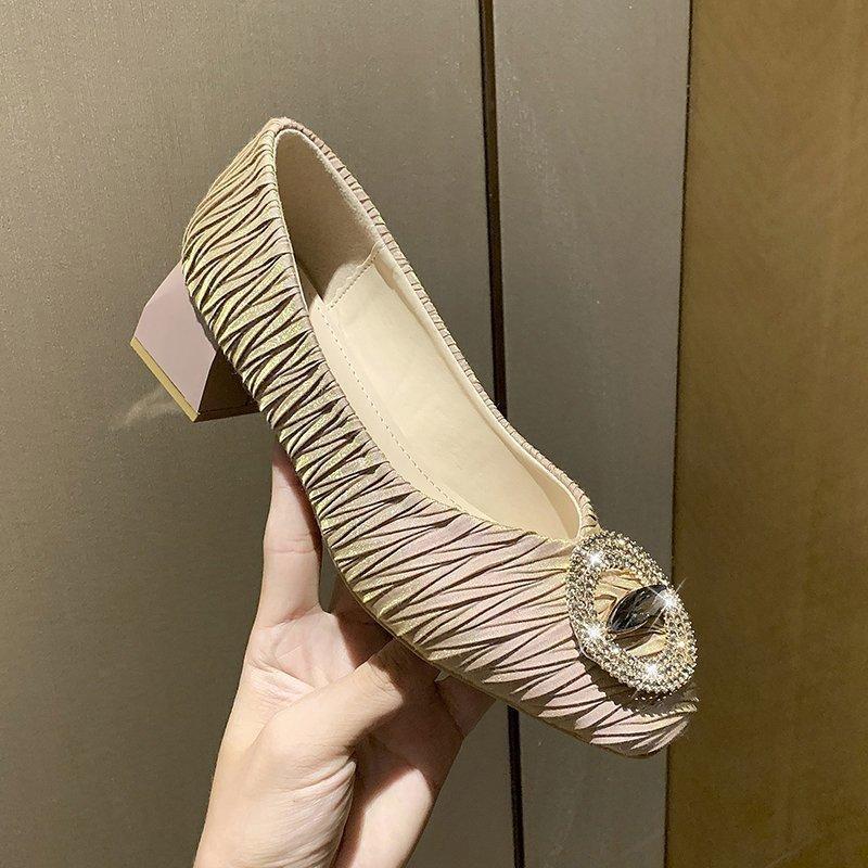 Shine Кристалл кольцо Пряжка Женщина Насосы Гофрированный Слип на площади Toe Offices обувь Зрелые дамы Складки Коренастый Высокие каблуки обуви Mujer