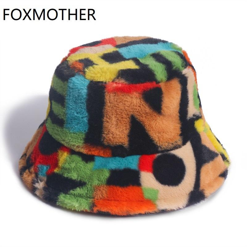 Foxmother New Outdoor Multicolor Rainbow Faux Pelz Brief Muster Eimer Hüte Frauen Winter Weiche Warme Gorronen Mujer 201102