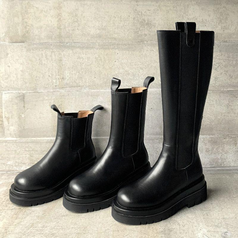 Cuero auténtico plataforma de la mujer botas de Ronda populares plana del dedo del pie zapatos de mujer cuero de patente Slip-en botas hechas a mano