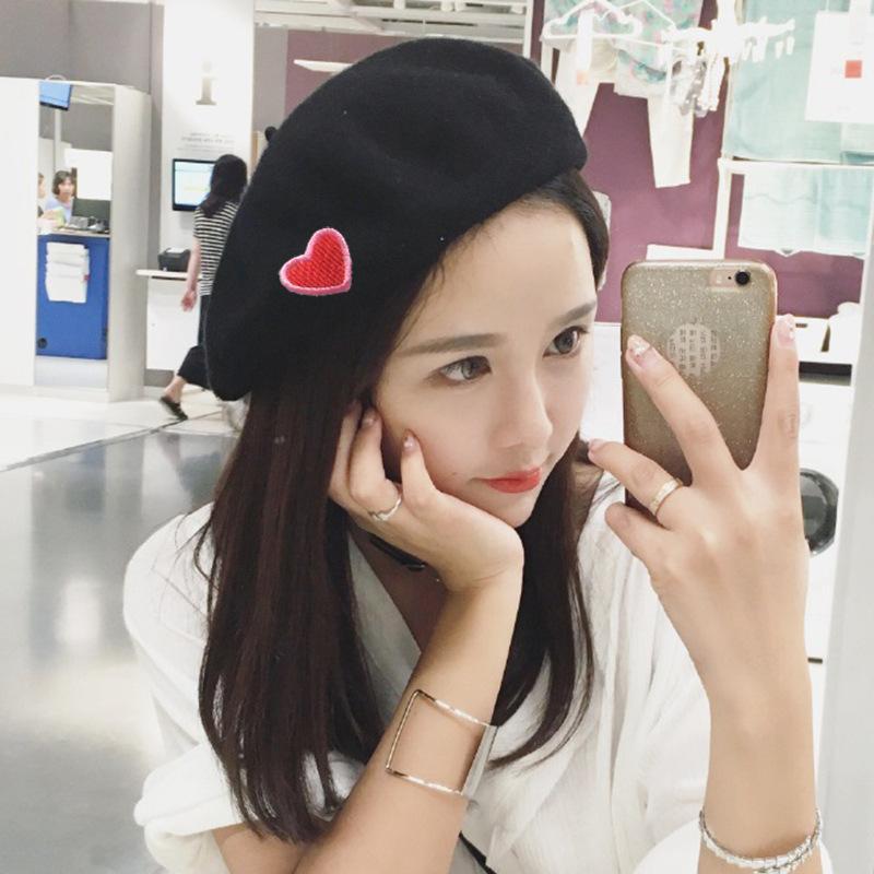 Neue Barett Weibliche Maler Han Edition Tuch Wollmütze Stickerei achteckige Mütze Schöne Joker Studenten Liebe