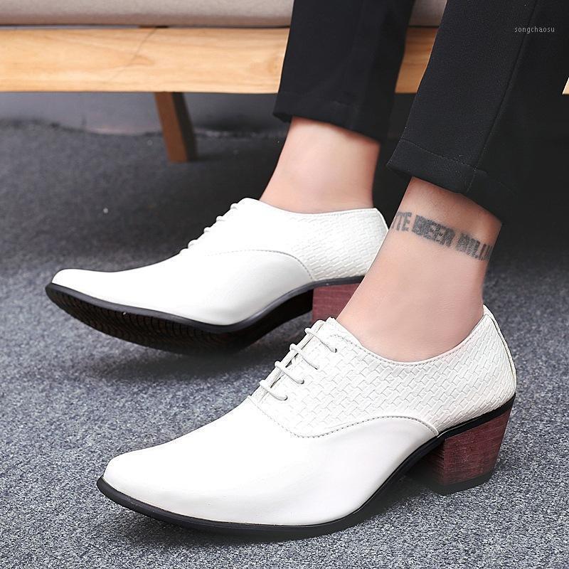 Hommes pointus ortein robe chaussures chaussures de mariage de mariage de luxe 2020 hauteur augmente de bureaux en cuir verni de chaussure