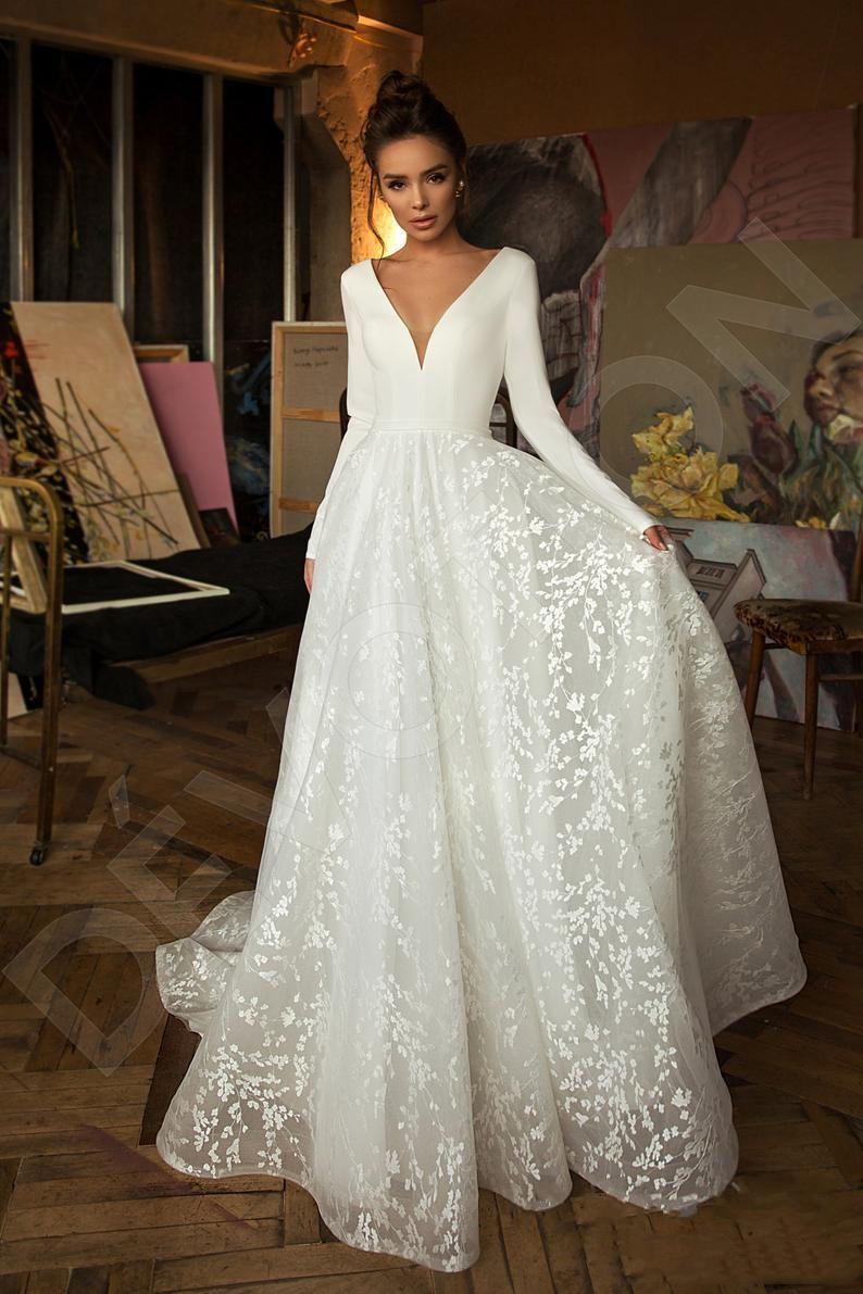 2020 robes de mariée boho moderne manches longues en dentelle robes de mariée col en V Backless plage Robes de mariée Robe de Novia avec bouton couvert
