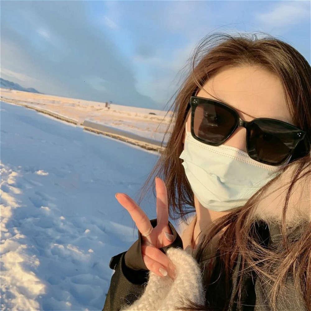 УФ солнцезащитные очки, большие лица женщины выглядят тонко