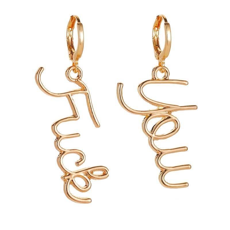 ZWPON Mode Goldfarbe Brief lange Tropfen-Ohrringe Asymmetry Zink-Legierung Brief Baby-Tropfen-Ohrring für Frau Schmuck