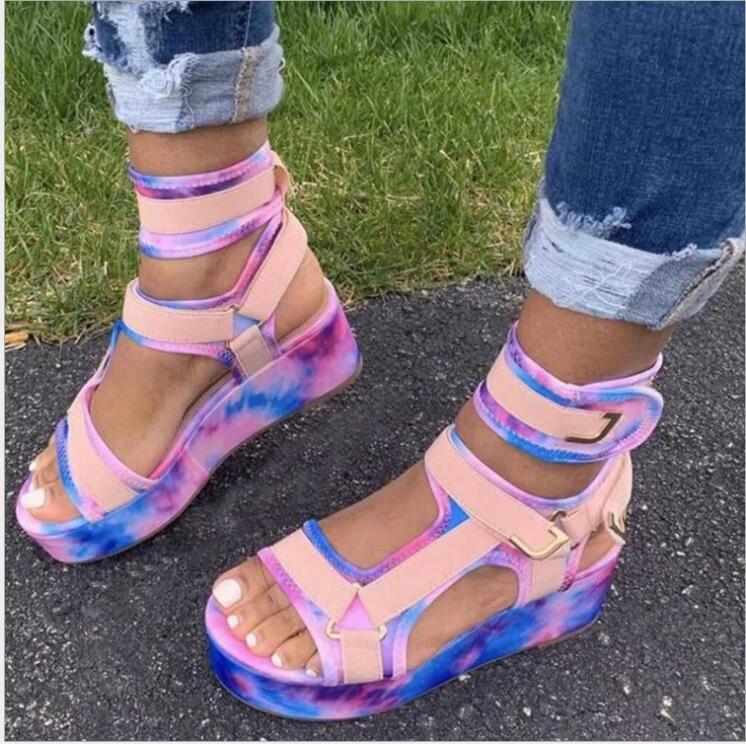 Neue Frauen Gladiator Sandalen Damen Flache Plattform Bunte Schuhe Frau Casual Beach Sommer Sandalen Große Größe 35-43