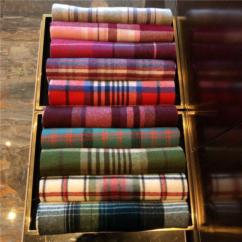 2020 Fashion Winter Unisex Top 100% Cashmere Sciarpa per uomo e donna Classico Controllo Coperta Sciarpes Pashmina Designer Scialli e sciarpe