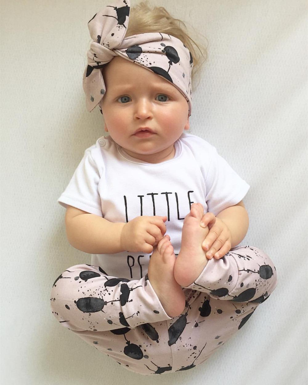 3pcs / Seti Yenidoğan Bebek Kız Giyim Casual Harf Kısa Kollu T-shirt + Balon Baskı Pantolon + Kafa bandı Bebek Yürüyor Giyim 1021 ayarlar