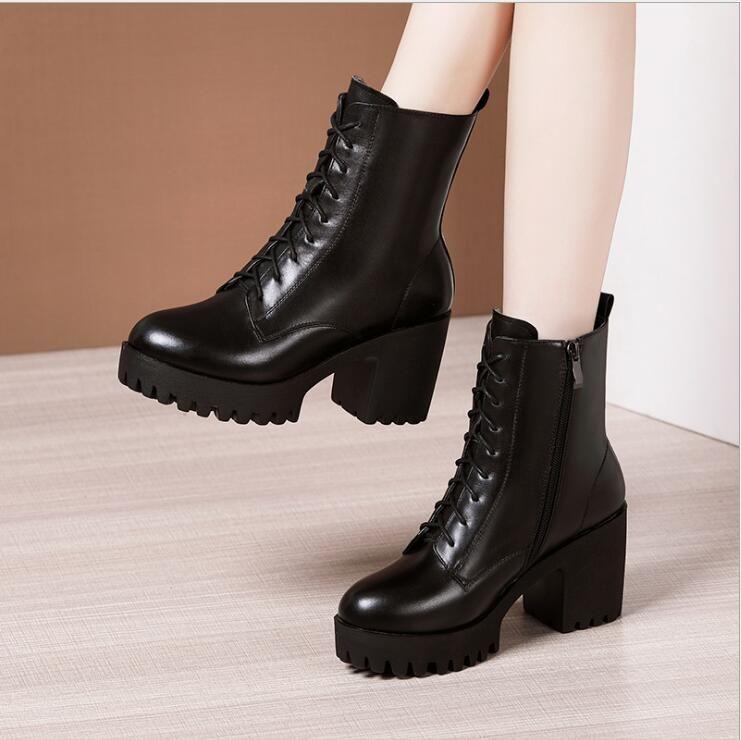 Круглый носок толстый каблук шнуровке Мартин сапоги женские 2020 осень и зима новых плюс бархат Британский стиль середины высокие ботинки большого размера высокой пятки