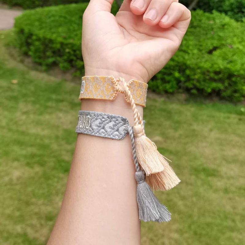 80 estilos de pulseras de la amistad al por mayor de la acción, flecos hechos a mano como regalos y regalos para las mujeres pulseras.