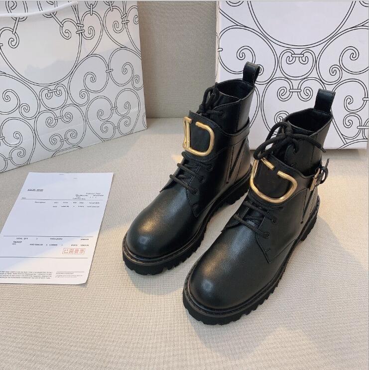 2021 Sıcak Lüks Tasarımcı Kadınlar Yüksek Kalite Hakiki Deri V Metal Toka Martin Boot Motosiklet Çizmeler Açık Kalın Alt Ayakkabı Boot