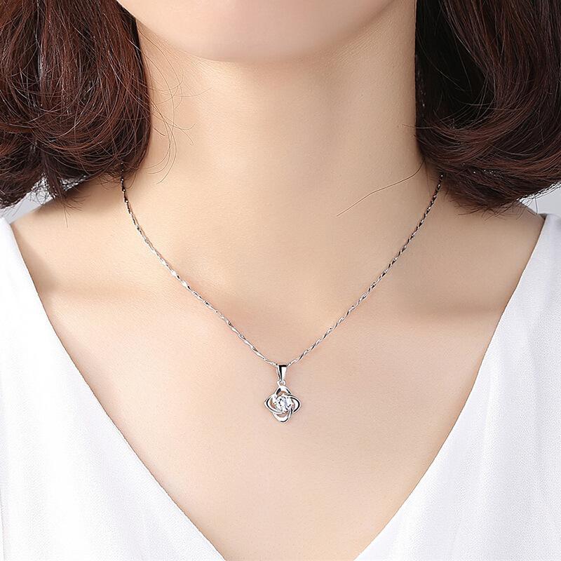 Collier design 925 chaîne Clavicule argent sterling Convient pour la fête de rassemblement social bijoux charme Quatre pendentif trèfle feuille cadeau doux