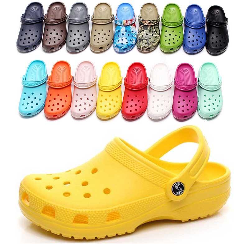 36-47 HOTSALE Fashion Slip sur Casual Beach Sabots Étanche Chaussures Men Classic Stickers Stickers Hôpital Femmes Pantoufles Travail Sandales médicales