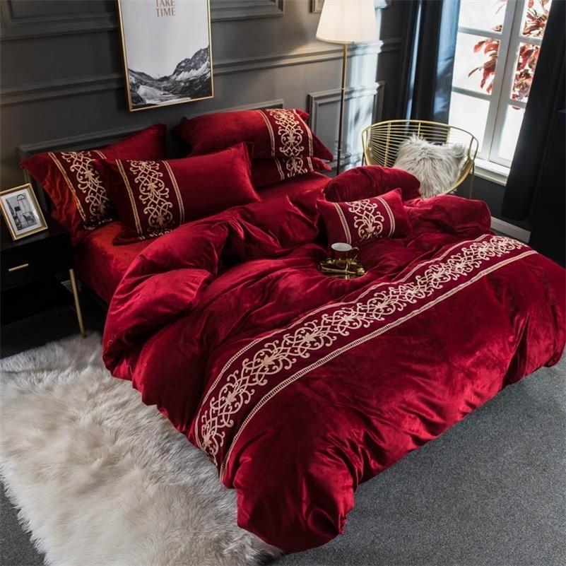 Роскошный красный фиолетовый зеленый серый синий розовый розовый зимний флисовый ткань кружева вышивка постельное белье установлен фланель одеяла Крышка кровать листа наволочка T200706