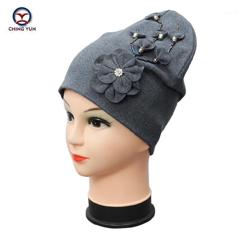 2020 Cappello invernale donna cappello a maglia caldo morbido tendenza alla moda di alta qualità femminile colore solido a maglia squisita tela fiore chapeau1