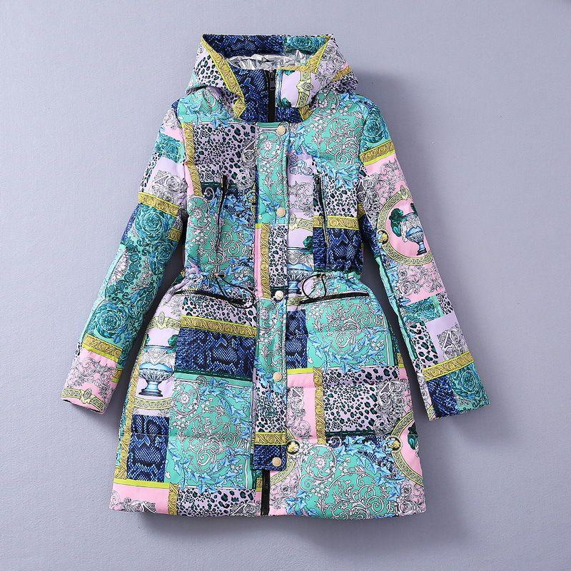 유럽과 미국의 여성 의류 2020 겨울 새로운 스타일의 다운 재킷 패션을 따뜻하게 인쇄 복고풍 후드 코트 긴 소매