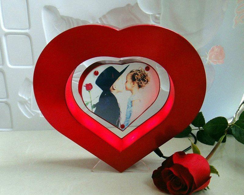 العائمة إطار الصورة LED الضوء الأحمر على شكل قلب المغناطيسي الإرتفاع صور الإطار مناسبات الزفاف هدية الجدة OYiK #