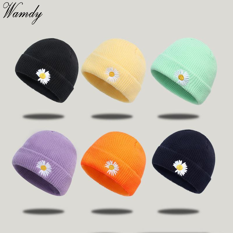 Мало Ромашки трикотажных Cap Hat для женщин Мужчины Весна вышивка бабочка Открытого Lady Girls Спорт крышек Beanies SNAPBACK