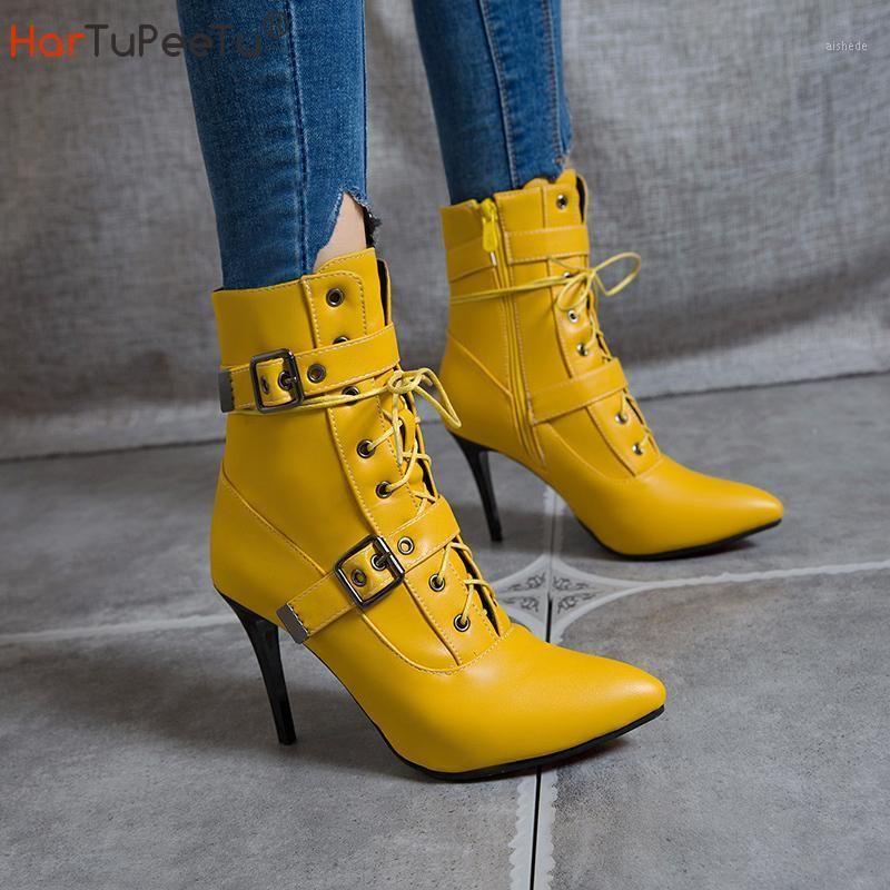 Stivali Autunno Inverno 2021 Donne a metà polpaccio a punta Super Alta e sottile Scarpe tacco con tacco sottile Fibbia Cross-Legata Decorare le dimensioni 3 ~ 19 Footwear1