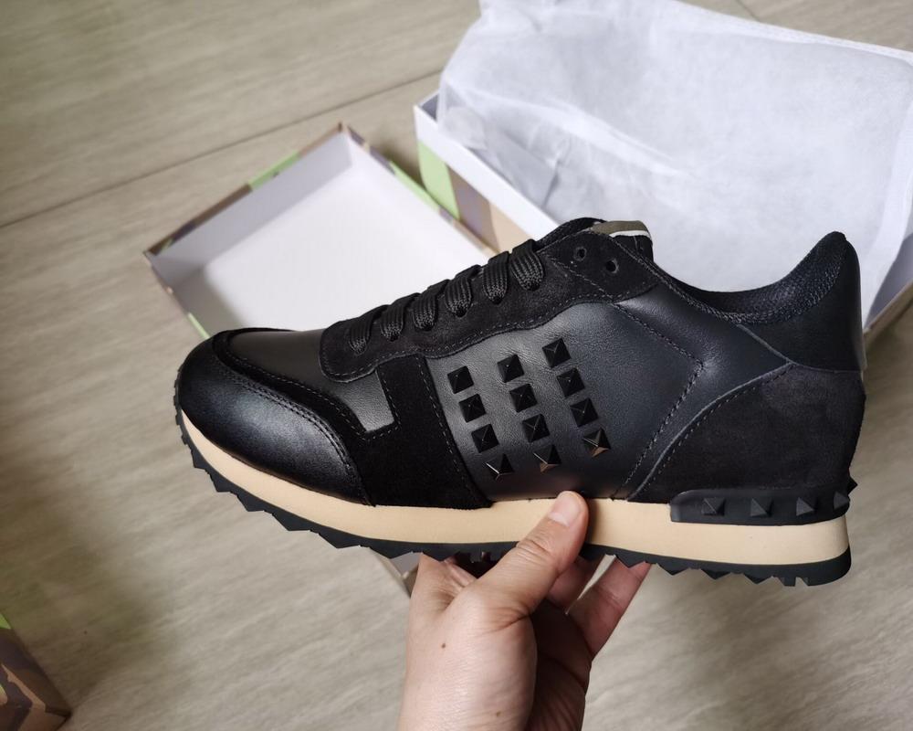 Unisex Cuero genuino Mujeres y hombres Zapatos casuales Camo / Butterfly V Stud Sneakers Designer Punada Celeb Moda zapatos planos